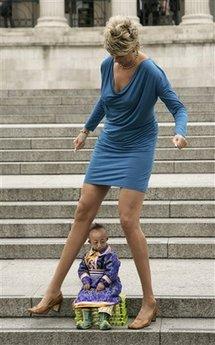World's shortest man and leggiest woman meet